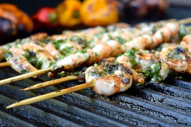 Grilling Herby Lemon & Garlic Barbecue Prawn Skewers | www.rachelphipps.com @rachelphipps