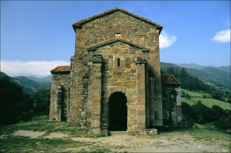 Santa Cristina de Lena. Foto Luis Valdeón Menéndez vía PetroBIM