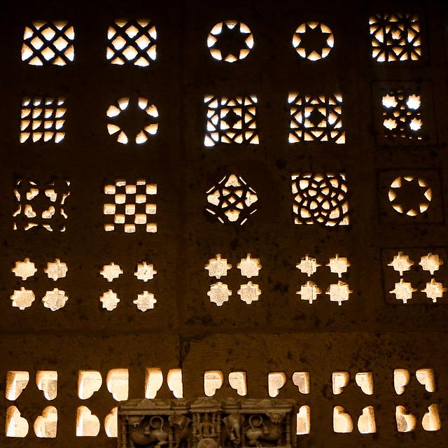 Attractive geometric openwork windows, Lodurva Jain temple, Jaisalmer, India ジャイサルメール ロアーバのジャイナ教寺院の幾何学文様窓