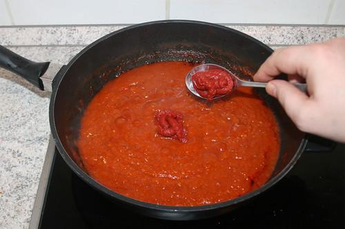 40 - Tomatenmark hinzufügen / Add tomato puree