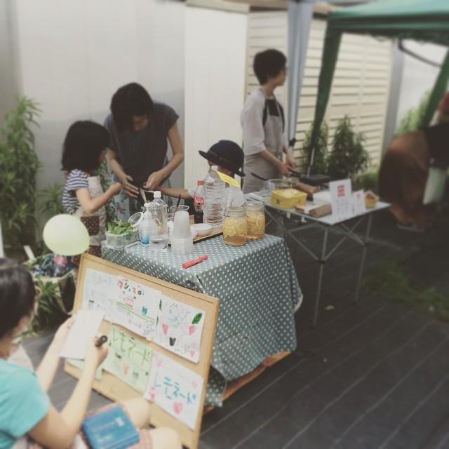 今日は松陰神社商店街でレモネードを売っていますよ