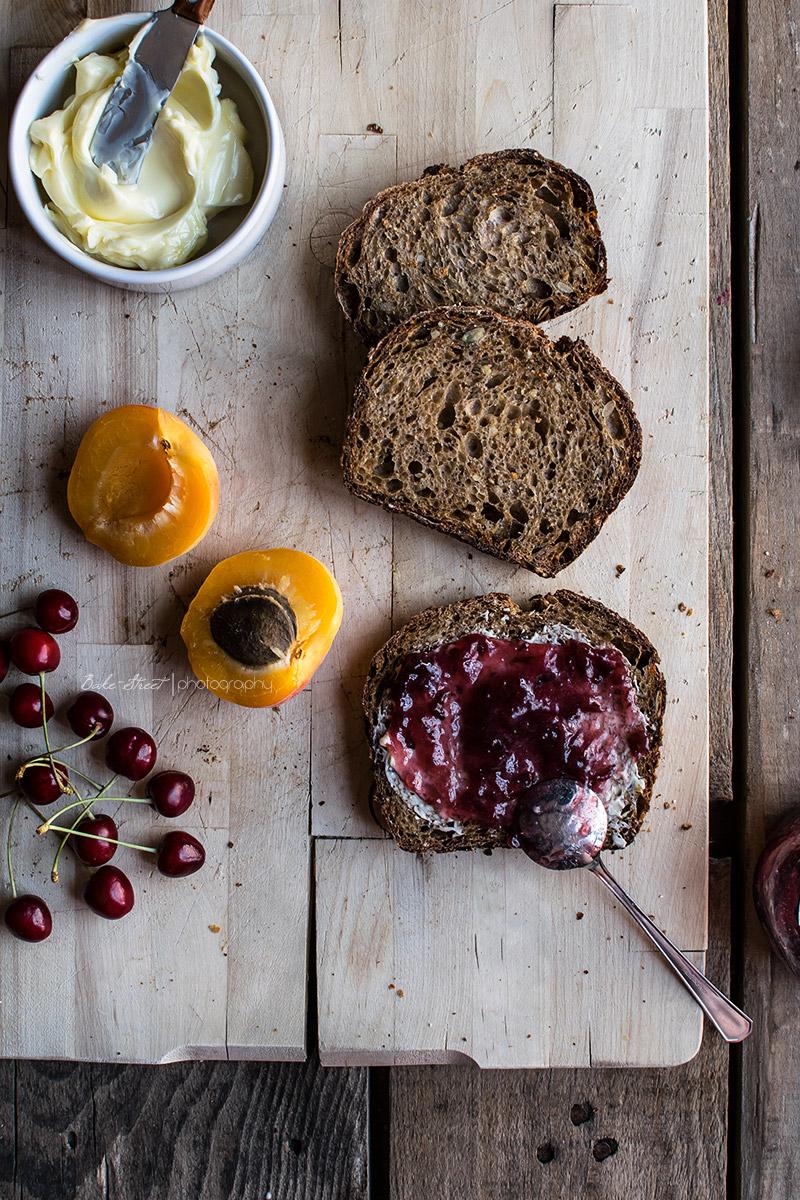 Pan de semillas e integral en molde
