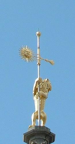 Lion d'Arras | Au sommet du beffroi d'Arras (62) France ...