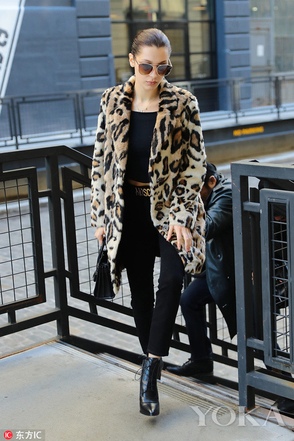 | Leopard-print coat fashion Si code dump guns advanced against the hit fashion super hot
