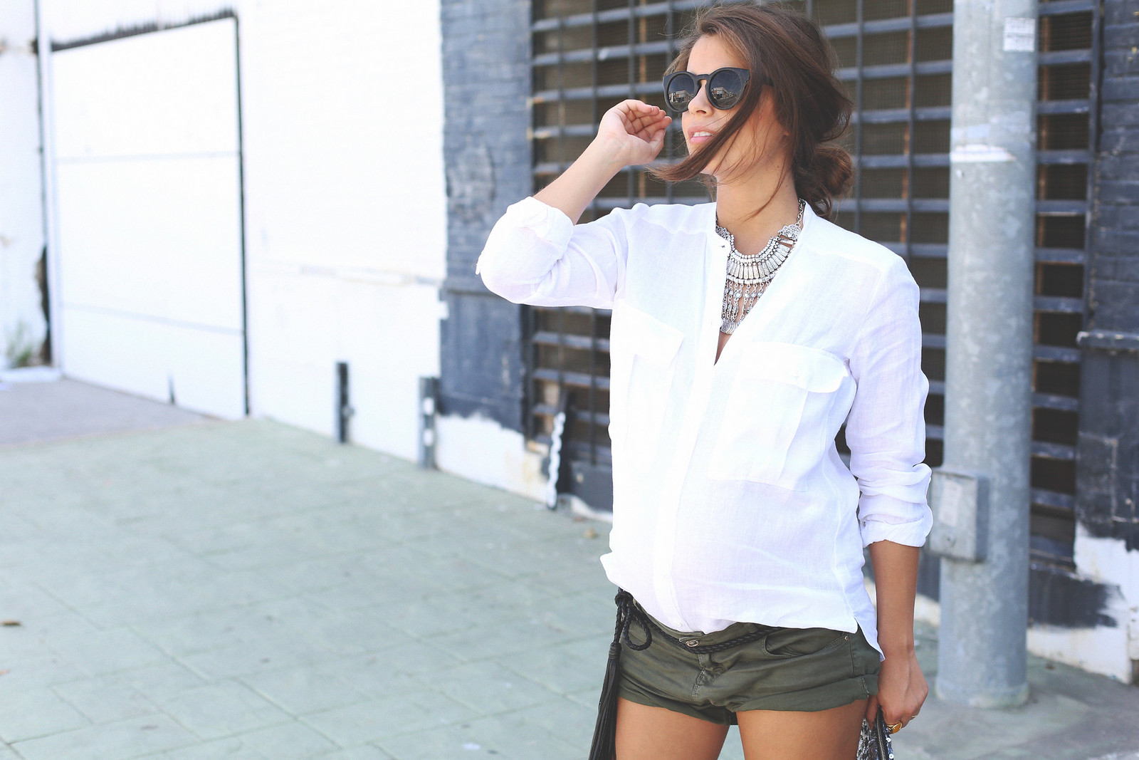 2. white linen shirt khaki shorts wedges shoes - jessie chanes - pregnancy