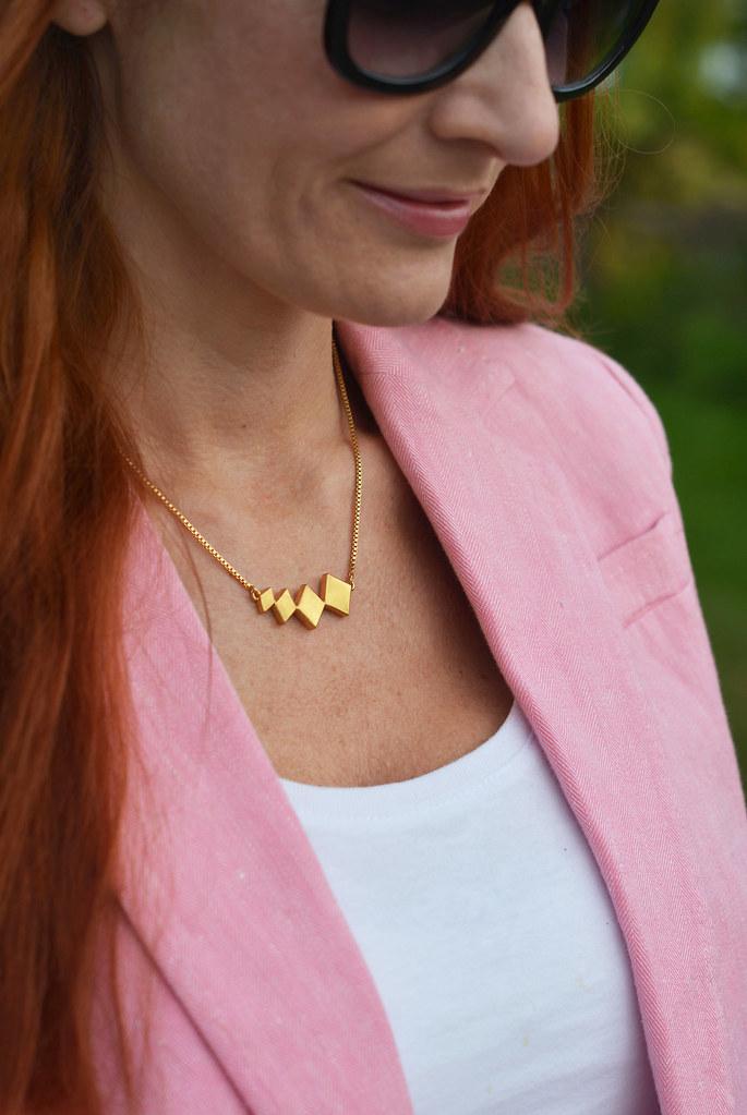 Summer style | Pink blazer, white tank
