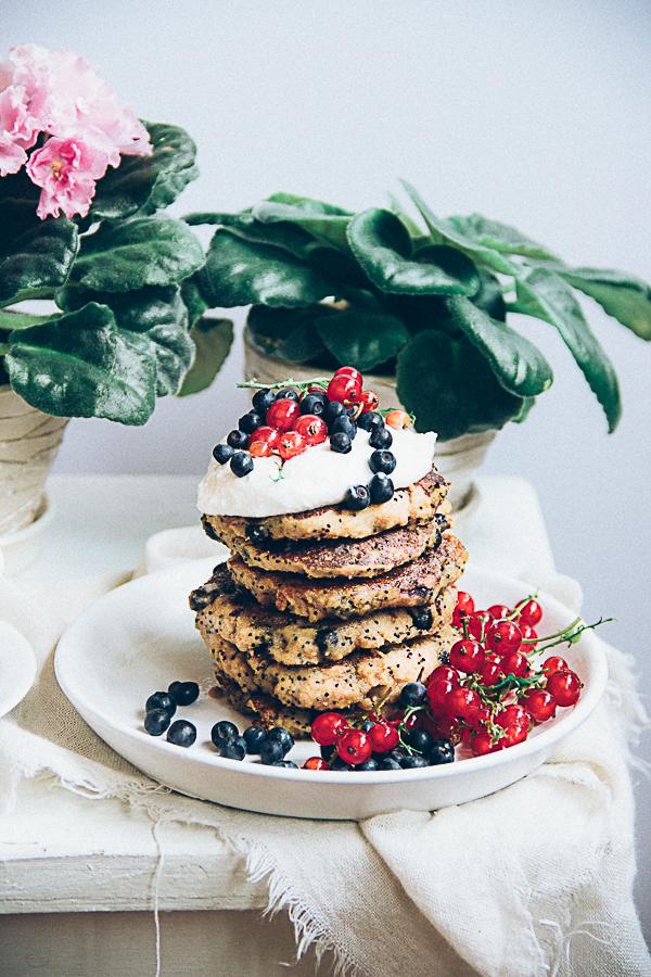 Buckwheat Poppy Seed Pancakes with Blueberries (gluen and sugar free)