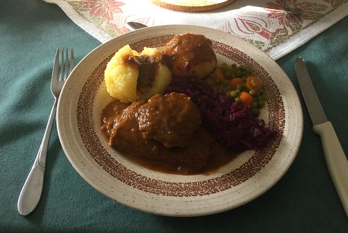 Marinates pot roast with vegetables & dumplings / Sauerbraten mit Gemüse & Kartoffelklößen