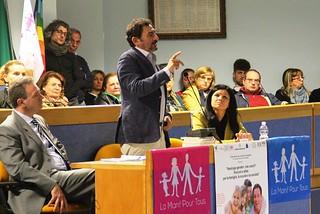 Noicattaro. Conferenza gender front
