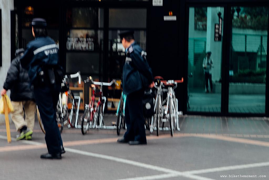 無標題  《假如讓我泊下去2 九龍中西篇》﹣香港市區單車位的幻想影集 18665756496 3646598fee o