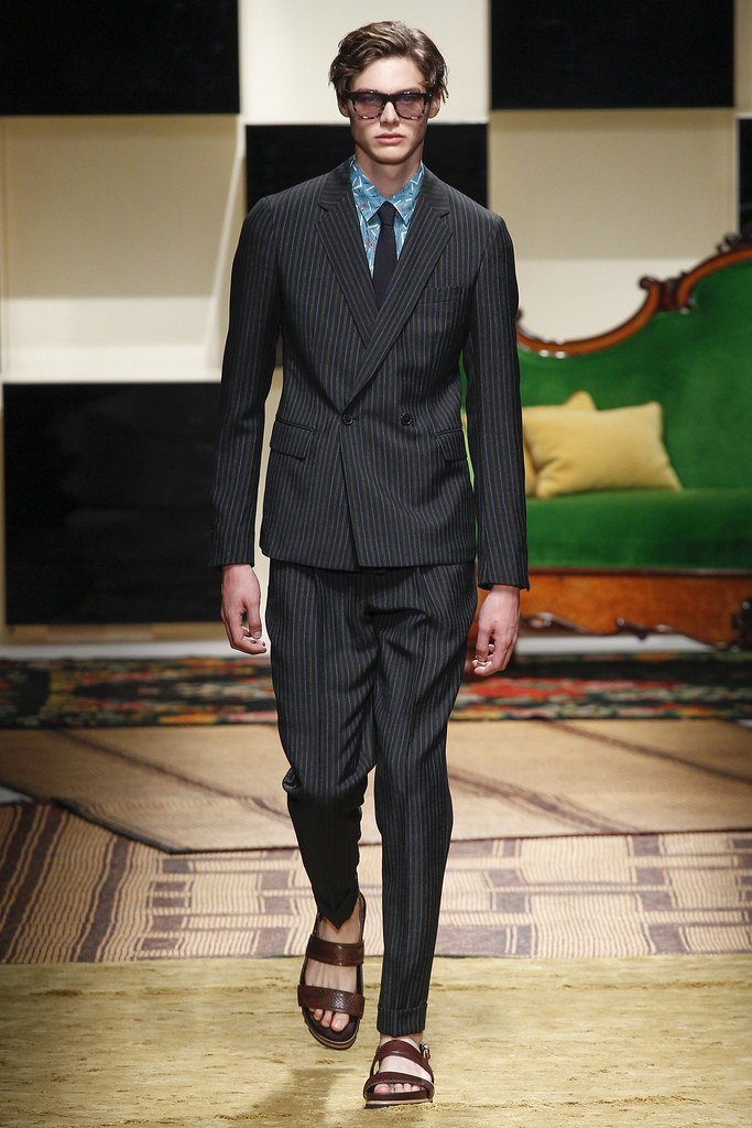 SS16 Milan Salvatore Ferragamo009_Darwin Gray(VOGUE)
