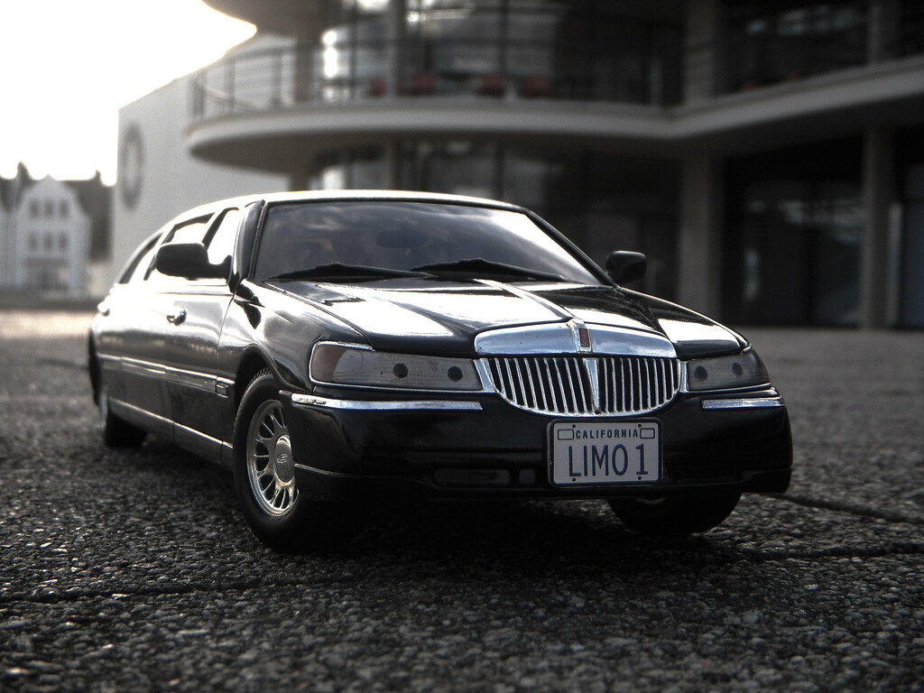 1999 Lincoln Town Car Stretched Limousine 1 18 Diecast By Flickr