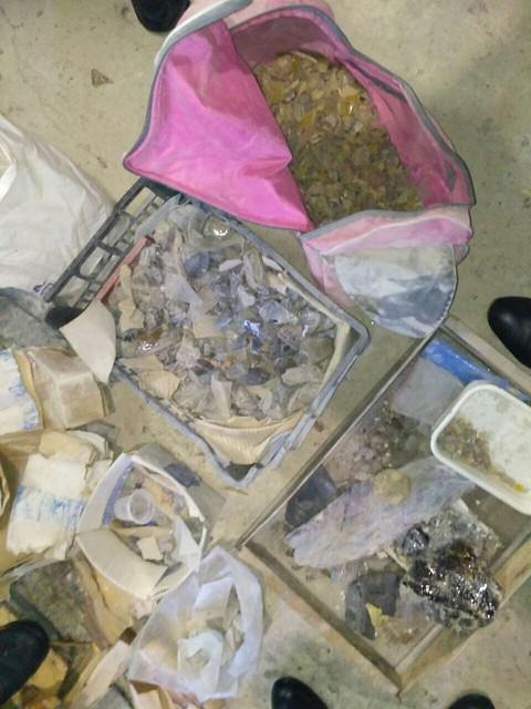 У Житомирі СБУ викрила підпільний цех з обробки бурштину і напівдорогоцінного каміння