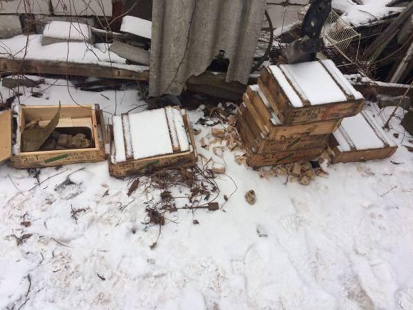 СБУ виявила величезний схрон з боєприпасами у районі АТО