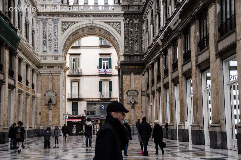Galería Umberto I en paseos por Nápoles