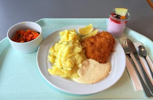 Baked coalfish filet with potato salad & remoulade / Gebackenes Seelachsfilet mit Kartoffelsalat & Remoulade