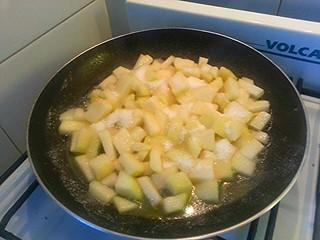 Tortilla de Peras al rhum. Peras salteadas