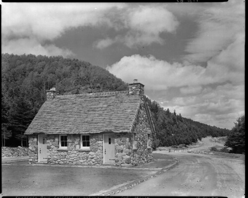 Thatched roof gateway to cape breton highlands national pa flickr - Toit en chaume ...