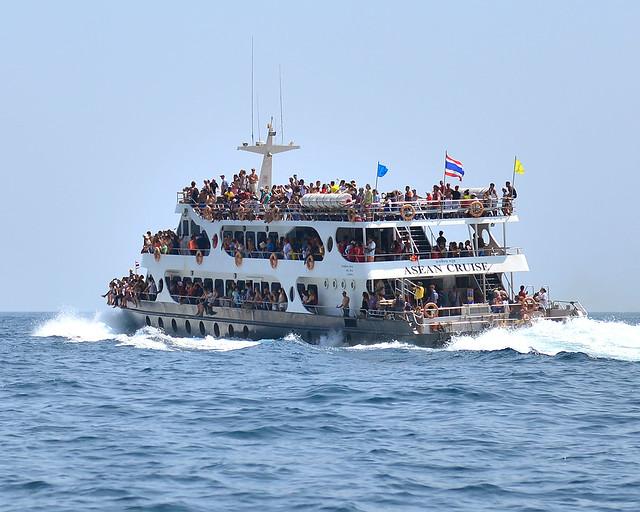 Barco de turistas en Tailandia