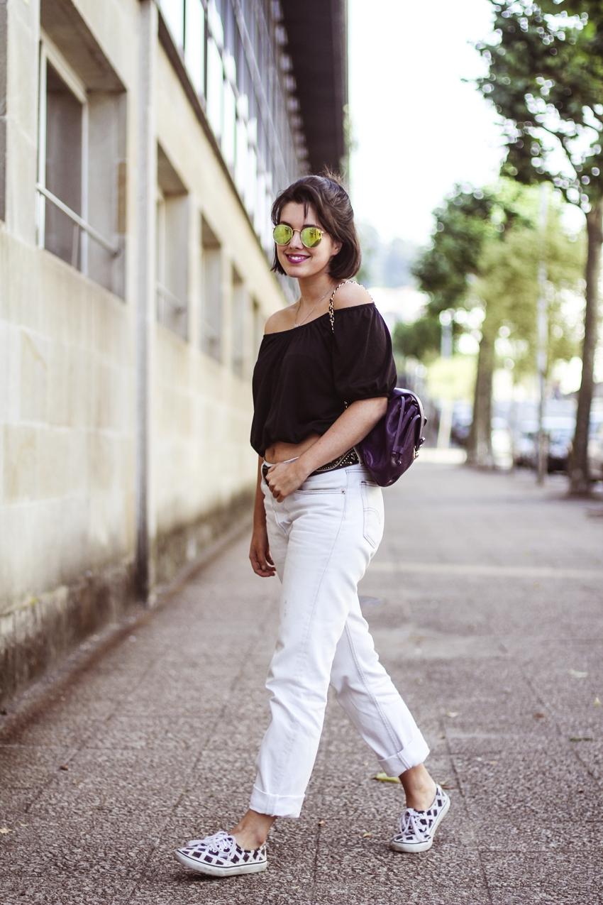 como combinar mom jeans y hombros al aire myblueberrynightsblog