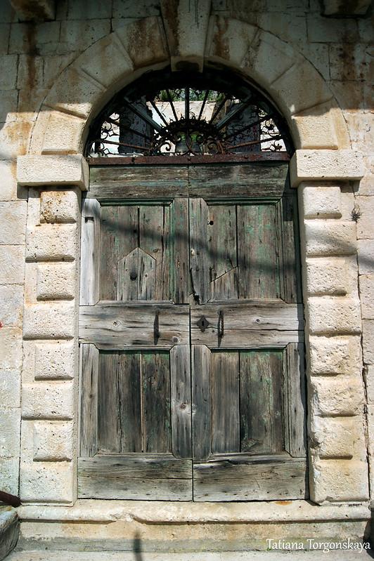 Двери дворца Дабиновичей