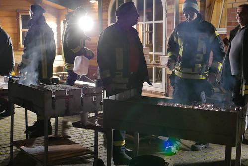 Martinsfeuer #7: Feuerwehr am Grill