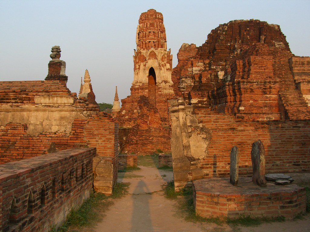 ayuthaya ruins the old capital of thailand ayuthaya. Black Bedroom Furniture Sets. Home Design Ideas
