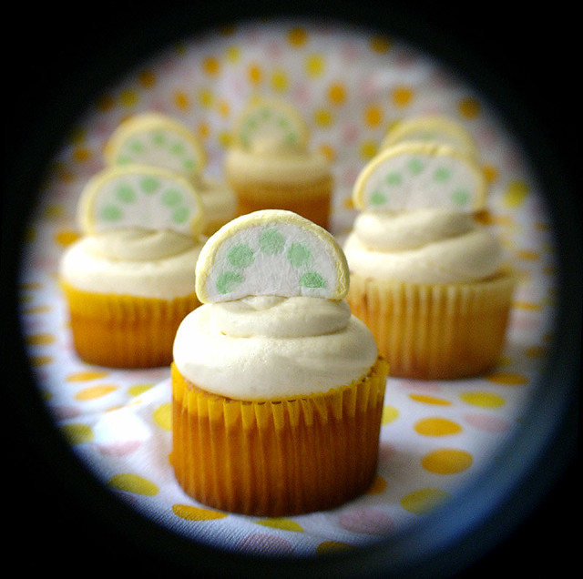 Lemon Cupcakes With Yellow Cake Mix With Icing