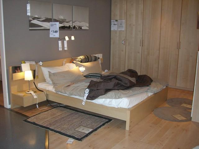 La mia stanza da letto ideale letto basso legno chiaro for Parquet ikea colori