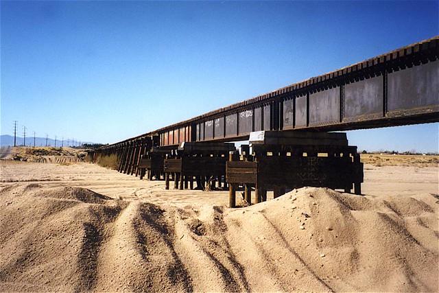 railroad bridge  apple valley  california bridgepixing