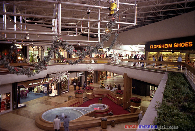 Woodland Hills Mall is a 2-level, 1 plus million square-foot, super regional shopping center anchored by Dillard's, JcPenneys, Macy's and Sears. The center features more than fine stores, including over 80 stores you won't find anywhere else in Tulsa.7/10(61).