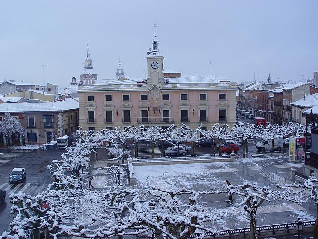 Ayuntamiento de alcala de henares nevado ayuntamiento y v flickr - Oficina empleo alcala de henares ...