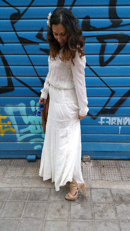 maxidress blanco hippie, sandalias maquillaje madera, bandolera ante marrón flecos, hippie white maxidress, makeup sandals wooden, brown suede fringed shoulder bag, Mango, Pull