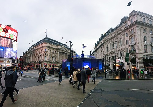 8 Dec 2016: Piccadilly Circus | London, England | by go.awaylobster.com