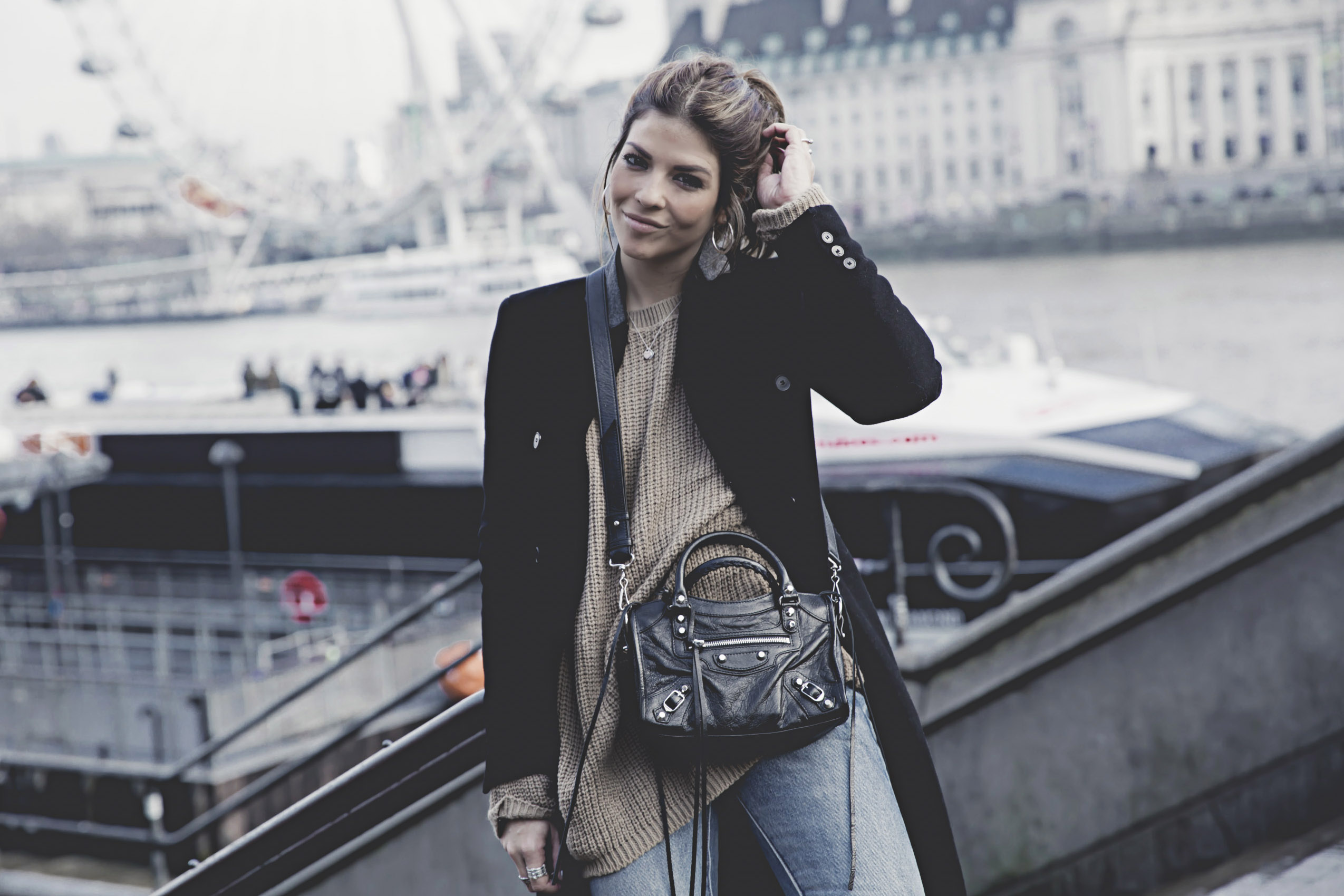 trendy-taste-london-londres-blogger-moschino-zara-jeans-rotos-vaqueros-denim-punto-oversize-8lo