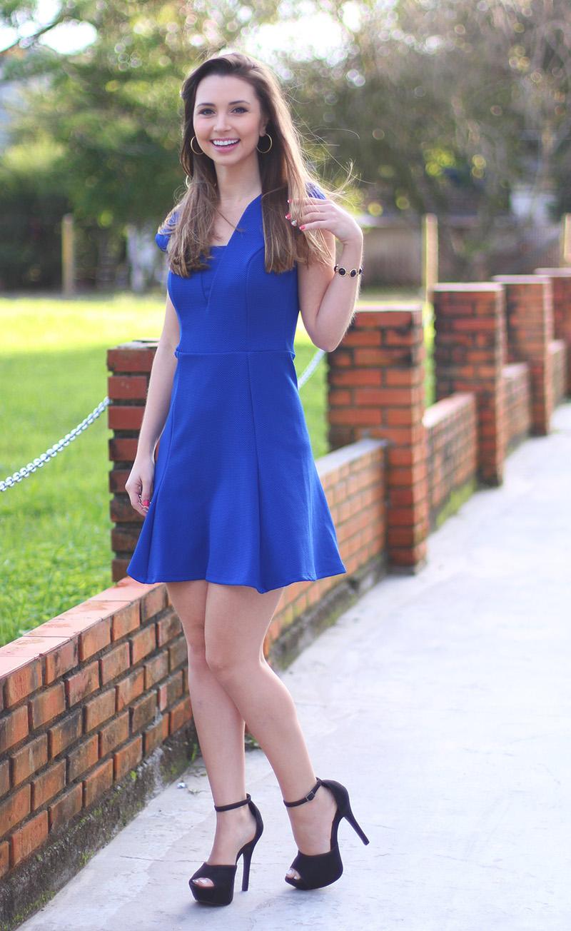 03-look com vestido azul bic com transparência jana taffarel blog sempre glamour