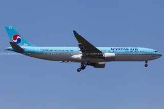 Korean Air Lines Airbus A330-323 cn 1638 F-WWYZ // HL8026
