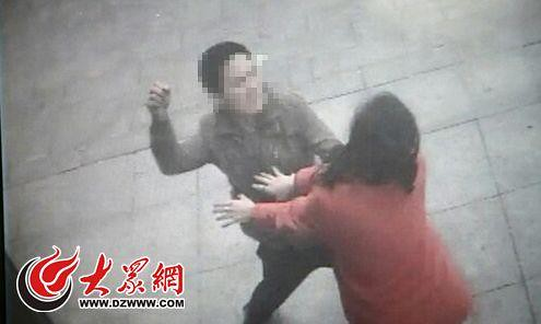 Weifang city Captain accused of punching owner due to parking conflicts, urban management Bureau police check
