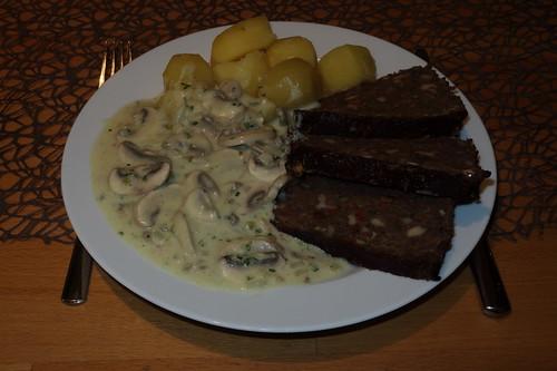Linsenbraten mit Kartoffeln und Pilz-Zwiebel-Sahne-Soße