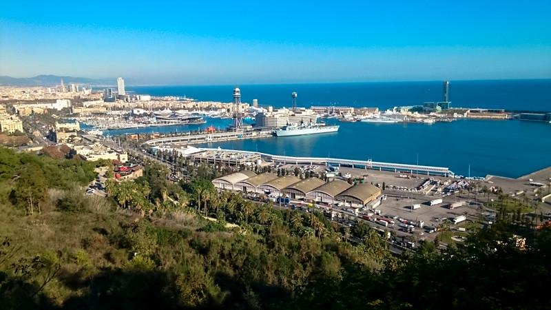 バルセロナのモンジュイックの丘から地中海を望む