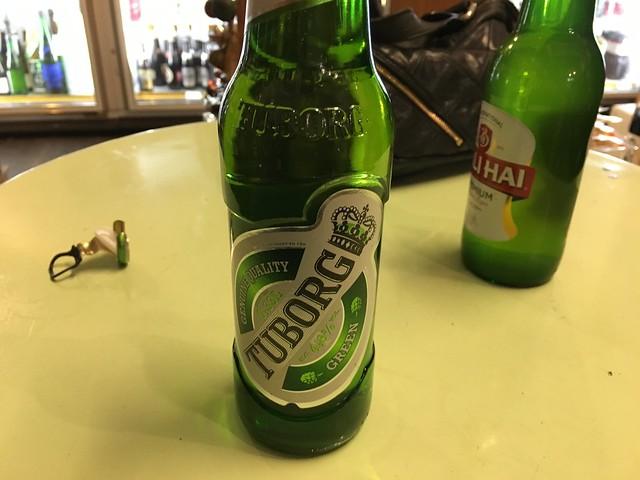 友とビール