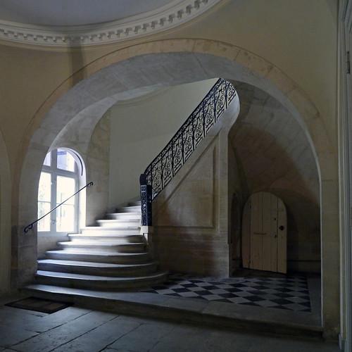 l 39 escalier vieil immeuble vieil escalier groume flickr. Black Bedroom Furniture Sets. Home Design Ideas