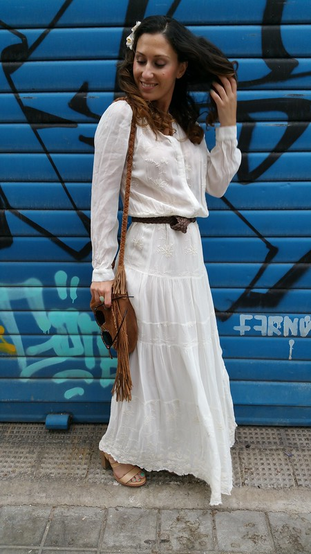 maxidress blanco hippie, sandalias maquillaje madera, bandolera ante marrón flecos, hippie white maxidress, makeup sandals wooden, brown suede fringed shoulder bag, Mango, Pull & Bear, Massimo Dutti, Ray - Ban, Aristocrazy, Lada Jewelry