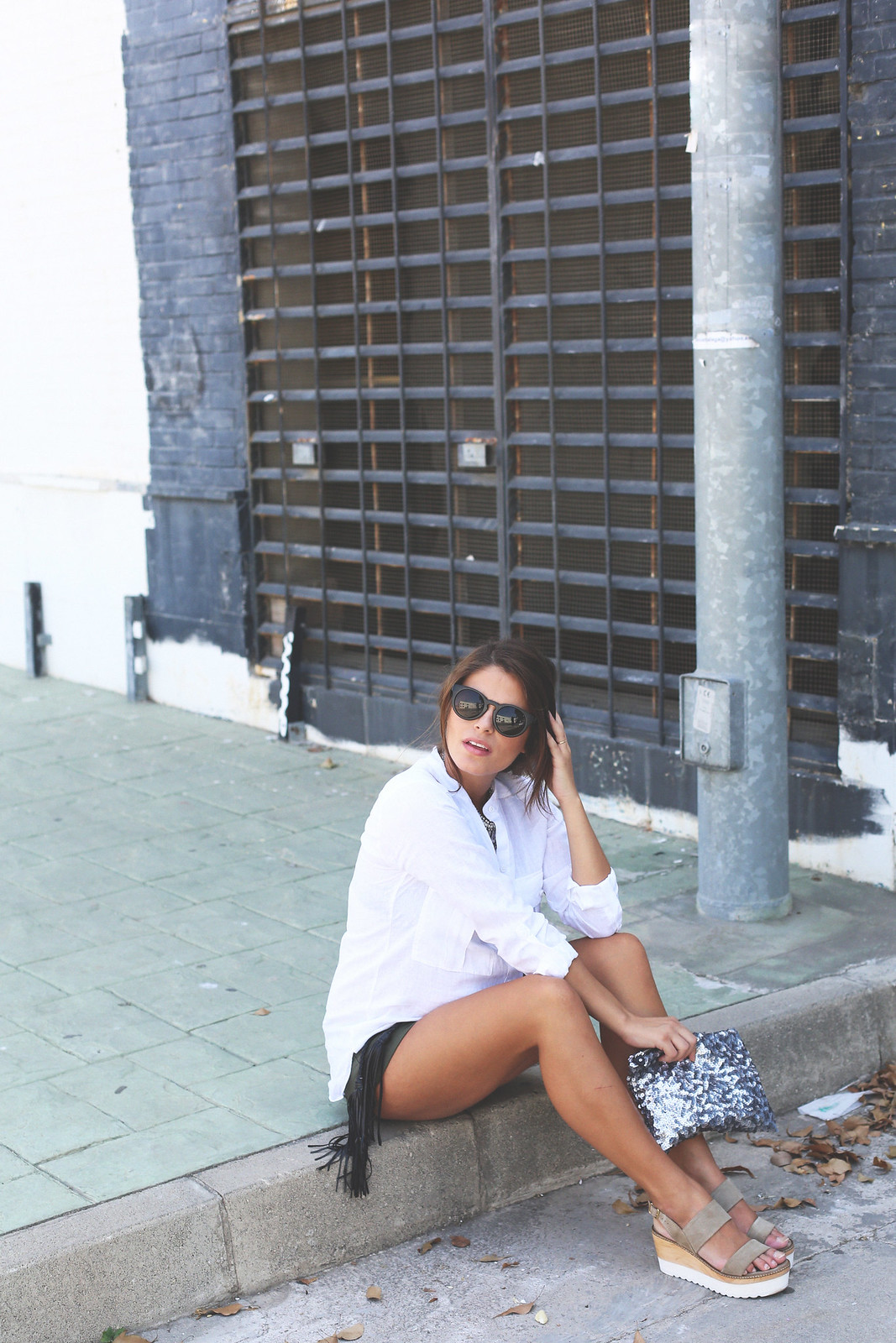 11. white linen shirt khaki shorts wedges shoes - jessie chanes - pregnancy