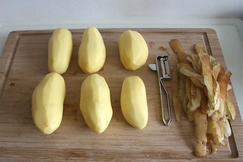 33 - Kartoffeln schälen / Peel potatoes