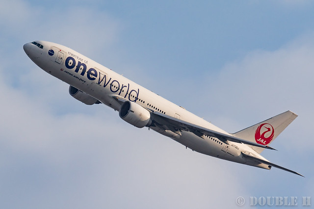 "Itami Airport 2017.1.29 (24) JA708J / JAL's B777-200 with ""oneworld"" logo"