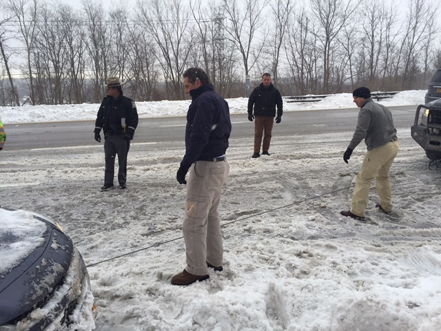 Governor Cuomo Helps Stranded Motorist on Sprain Brook Parkway