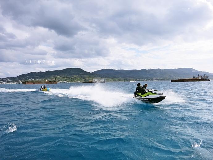29 沖繩自由行 水上活動 香蕉船 Marine Support TIDE 殘波 藍洞海洋觀光 藍洞浮潛&珊瑚礁 餵食熱帶魚浮潛