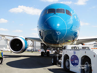 Vietnam Airlines B787-9 pushback (RD)