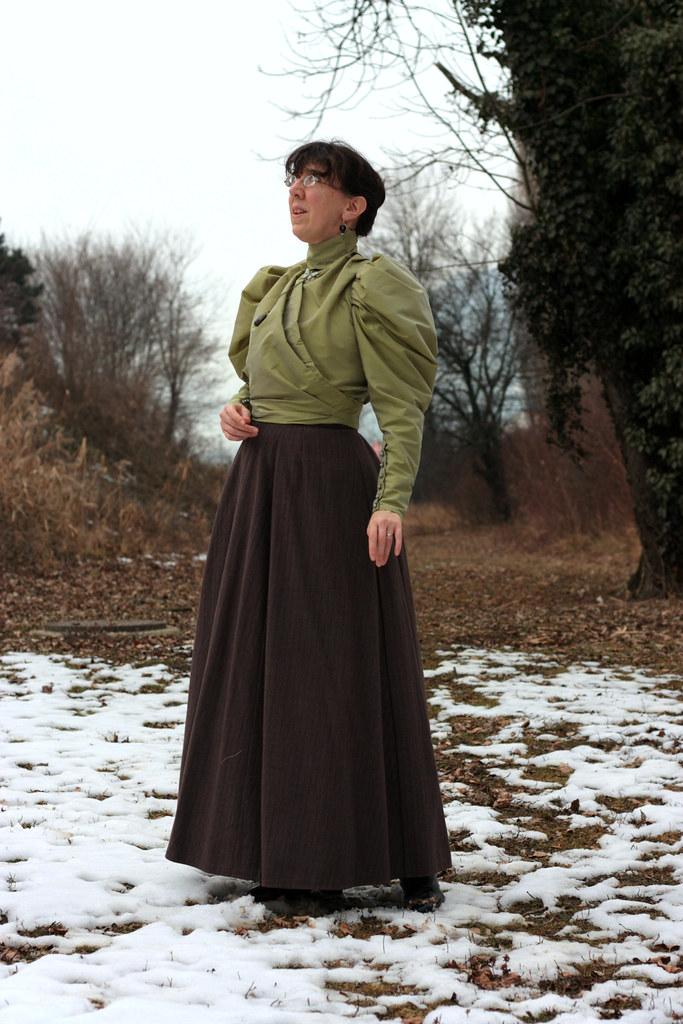 Reconstitution de tenue Belle Epoque, jupe en laine et corsage-blouse en taffetas